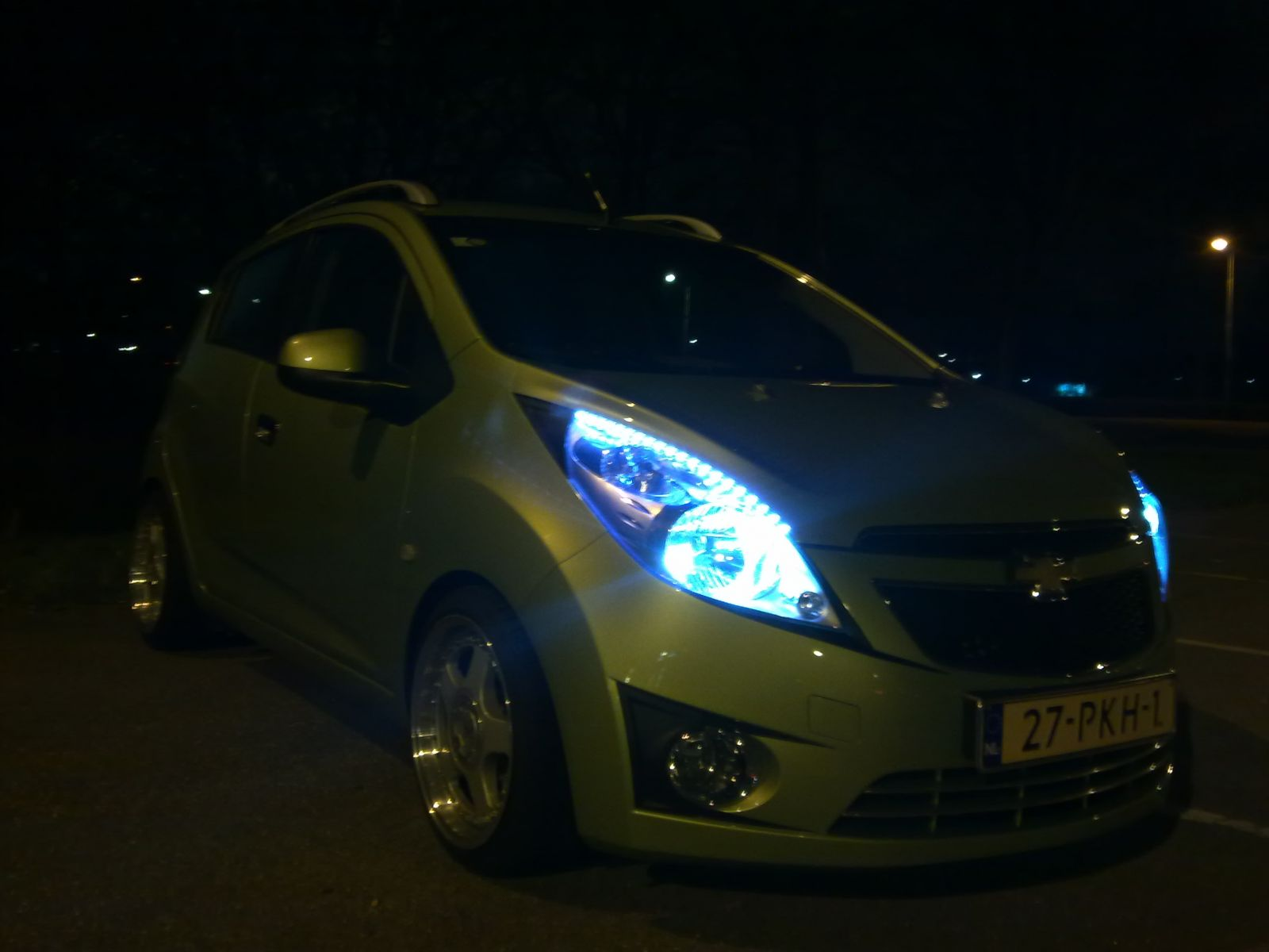 new carbon on the small windows and leds by night
